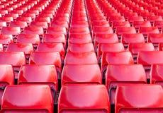Lugares vazios vermelhos no estádio Imagem de Stock