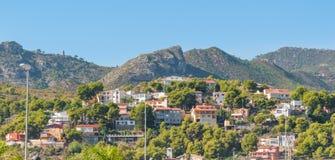 Lugares vivos rústicos & ásperos mas bonitos na Espanha rural Casas nos montes & nas montanhas da Espanha rural fotos de stock