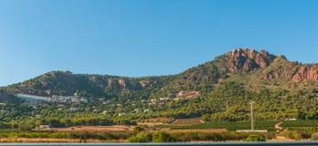 Lugares vivos rústicos & ásperos mas bonitos na Espanha rural Casas nos montes & nas montanhas da Espanha rural fotos de stock royalty free