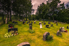 25 luglio 2015: Cimitero della chiesa della doga di Rodven, Norvegia Fotografia Stock Libera da Diritti