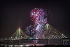 4 luglio fuochi d'artificio di celebrazione di indipendenza di U.S.A., Alton Immagini Stock