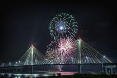 4 luglio fuochi d'artificio di celebrazione di indipendenza di U.S.A., Alton Immagine Stock Libera da Diritti