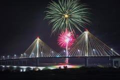 4 luglio fuochi d'artificio di celebrazione di indipendenza di U.S.A., Alton Fotografie Stock Libere da Diritti