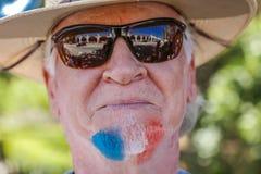4 luglio 2016 - i cittadini di Ojai la California celebrano la festa dell'indipendenza - l'uomo con la barba bianca e blu rossa e Immagine Stock Libera da Diritti