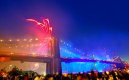 4 luglio 2014 ponte di Brooklyn Manhattan dei fuochi d'artificio Immagine Stock