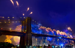 4 luglio 2014 ponte di Brooklyn Manhattan dei fuochi d'artificio Fotografia Stock