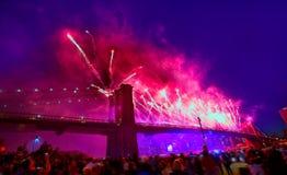 4 luglio 2014 ponte di Brooklyn Manhattan dei fuochi d'artificio Immagine Stock Libera da Diritti