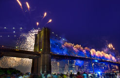4 luglio 2014 ponte di Brooklyn Manhattan dei fuochi d'artificio Fotografia Stock