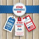 4 luglio retro autoadesivi di prezzi dell'emblema di legno Immagini Stock