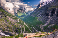 25 luglio 2015: Strada di Trollstigen, Norvegia Fotografie Stock Libere da Diritti