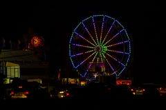4 luglio variopinto Ferris Wheel e carnevale alla notte Immagine Stock Libera da Diritti