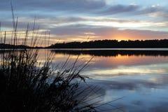 Lugn på Narrabeen sjöar royaltyfri foto