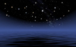 Lugna hav i stjärnklar natt Arkivbild