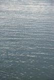 Lugna havvatten Arkivfoto