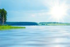 lugna lake för blue arkivfoto