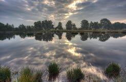 Lugna lake på soluppgången arkivbild