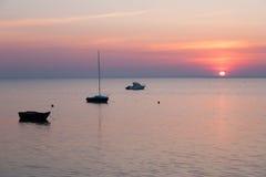 Lugna morgon på den baltiska kusten nära Gdynia, Polen Royaltyfria Foton