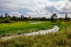 Lugna och tyst skönhet av sommarbyn Royaltyfri Foto