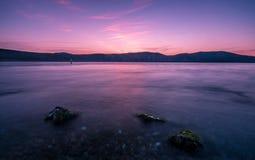 Lugna seascape på solnedgången Fotografering för Bildbyråer