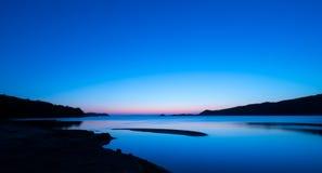 Lugna seascape på solnedgången Royaltyfria Bilder