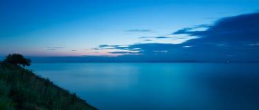 Lugna seascape på solnedgången Arkivfoto