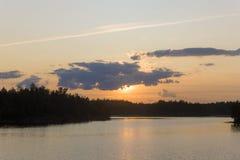 Lugna sommarsolnedgång Arkivbilder