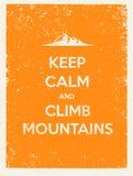 Lugna uppehälle och klättringberg Idérikt motivationcitationstecken på naturlig Grungebakgrund Royaltyfri Foto