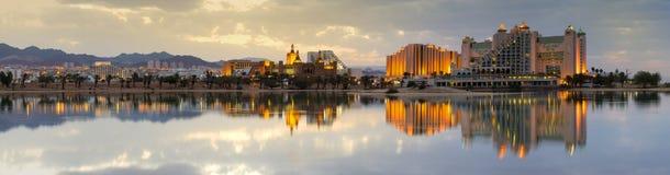 Lugna väder i lagun av Eilat - berömd semesterortstad i Israel royaltyfria foton