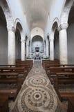 Lugnano in Teverina, vecchio interiore della chiesa Fotografie Stock