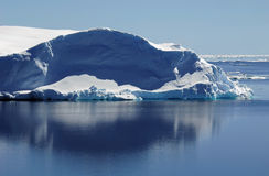 lugnat isbergvatten Fotografering för Bildbyråer