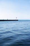 lugnat vatten för blue Arkivbild