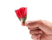 Lui donnant un cadeau de l'amour pour des Valentines Photo stock