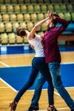Lui et elle tourbillonnent dans la danse photos stock