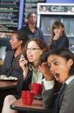 Luide Vrouw op Telefoon stock foto
