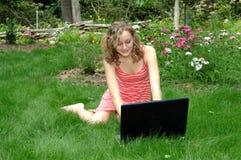 Luie de zomerdag op computer Stock Foto