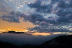 Luifel van het bergketen de tropische regenwoud bij zuidelijk van Thailan Stock Afbeeldingen