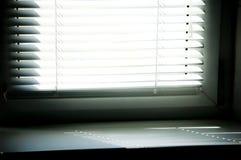 Luifels blind met zonstraal royalty-vrije stock afbeeldingen