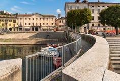 Luino, une petite ville de touristes près de la frontière avec la Suisse sur le rivage du lac Maggiore dans la province de Varèse image stock