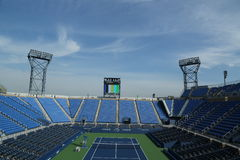Luis Armstrong Stadium in Billie Jean King National Tennis Center klaar voor US Opentoernooien Stock Foto