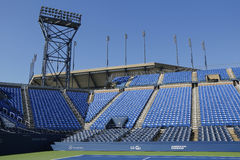 Luis Armstrong Stadium in Billie Jean King National Tennis Center klaar voor US Opentoernooien Stock Foto's
