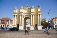 Luisenplatz en de Poort van Brandenburg in Potsdam royalty-vrije stock foto's