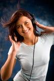 Luister aan de muziek stock fotografie