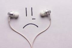 Luister aan droevig muziekconcept stock afbeelding