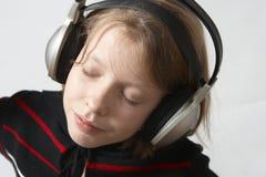 Luister aan muziek stock afbeelding