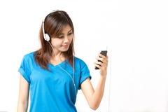 Luister aan muziek stock foto