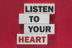 Luister aan uw hart Motievenbericht stock foto's