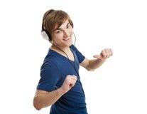 Luister muziek met hoofdtelefoons stock foto