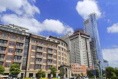 Lujianghotel en omringende gebouwen Stock Afbeeldingen