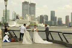 Lujiazui est tache populaire de photo de mariage à Changhaï, Chine Image stock