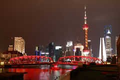Lujiazui Finance&Trade strefa Szanghaj bund przy Nowym punktu zwrotnego niebem obrazy royalty free